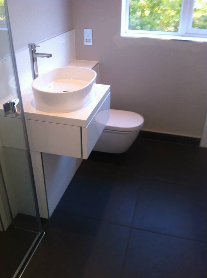 Freestanding bath and wetroom installation papworth for Bathroom design cambridge