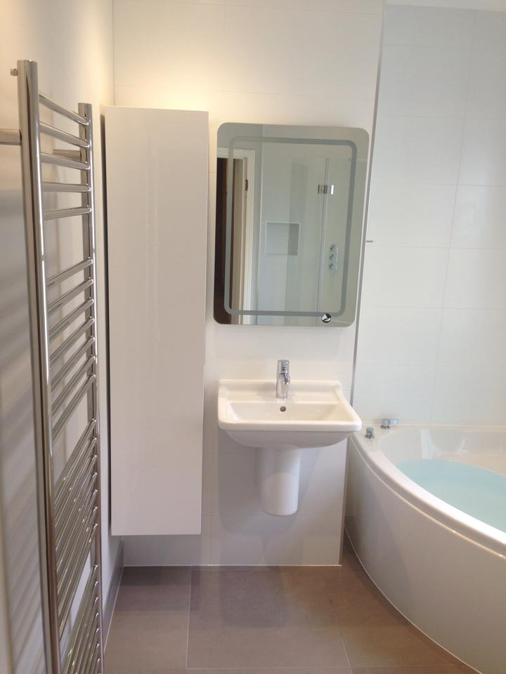 Corner bath and wetroom central cambridge cbwr for Bathroom design cambridge